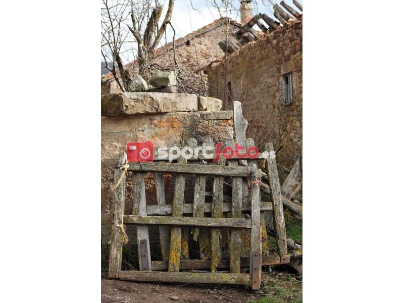 Fotograf a de puertas viejas de madera sport foto - Puertas viejas de madera ...