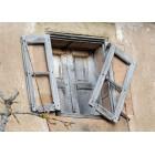 Fotografía de una vieja ventana de madera